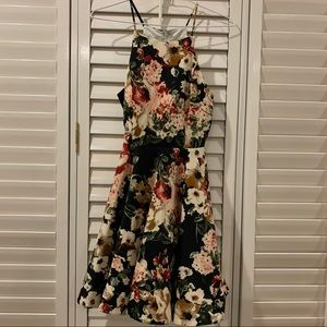 Honey Chelsea Floral Dress NWOT